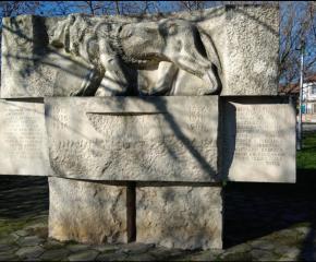 Община Тунджа с акция за почистване на паметници