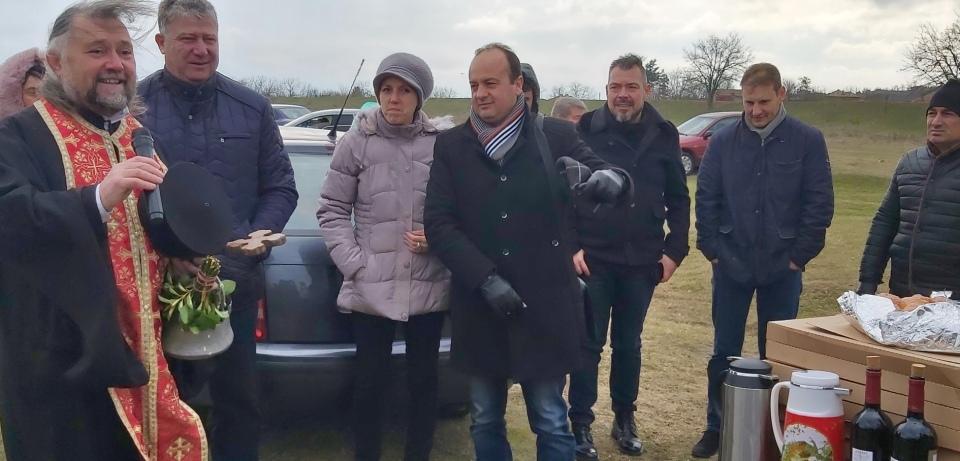 """За поредна година големият християнски празник Богоявление събра много жители и гости в селата Тенево и Генерал Инзово, община """"Тунджа"""", в които, по утвърдена..."""