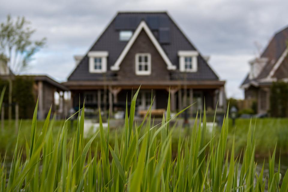 Община Ямбол напомня на заинтересуваните лица, че съгласно чл. 35, ал. 3 от Закона за общинската собственост собствениците на законно построени сгради...