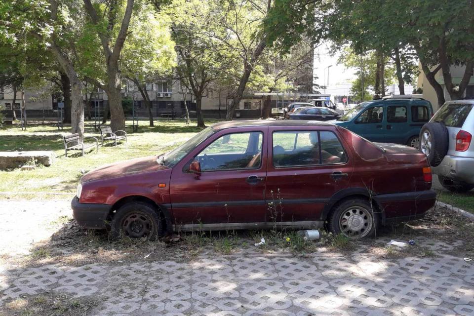 Служители на СПООР при Община Ямбол продължават с мерките за освобождаване на територията на града от изоставени леки и лекотоварни автомобили. До момента...