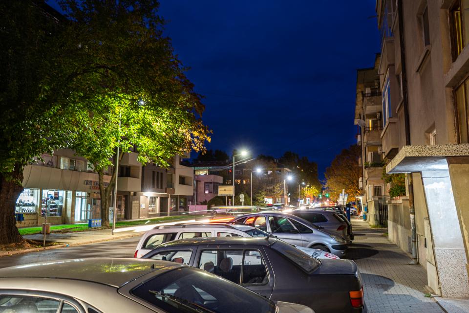 """Ново осветление имат вече няколко района в Ямбол. Тази седмица беше завършено монтирането на осветителни тела на улица """"Преслав"""" в участъка от ул. """"Страхил..."""