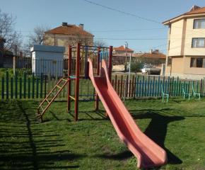 Общината продължава обновяването на детски площадки в Сливен