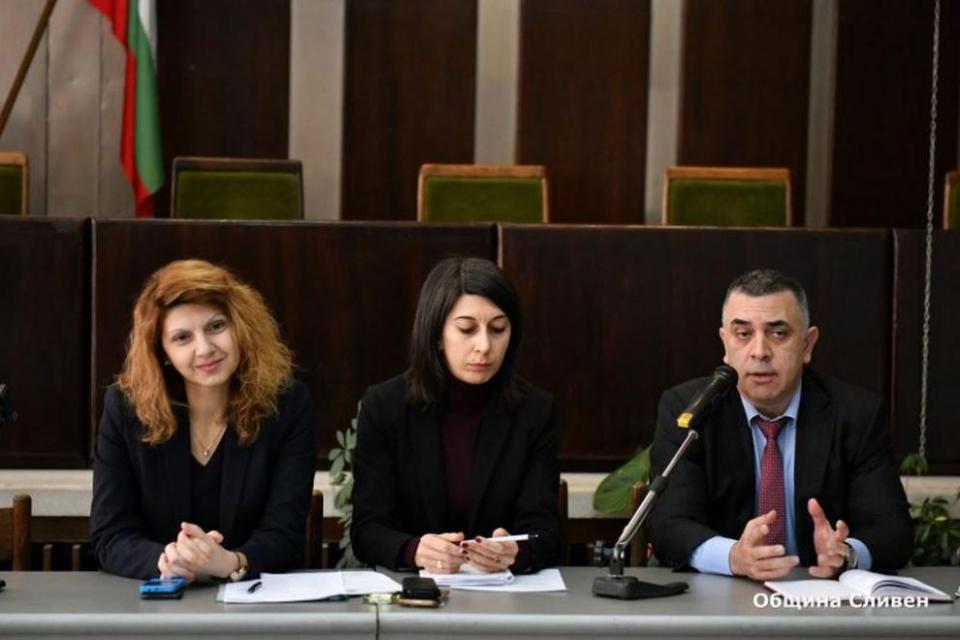 Общинската субсидия за читалищата в Сливен и населените места за 2020 година се увеличава с 50%, съобщиха от Общината. Това стана ясно по време на работно...