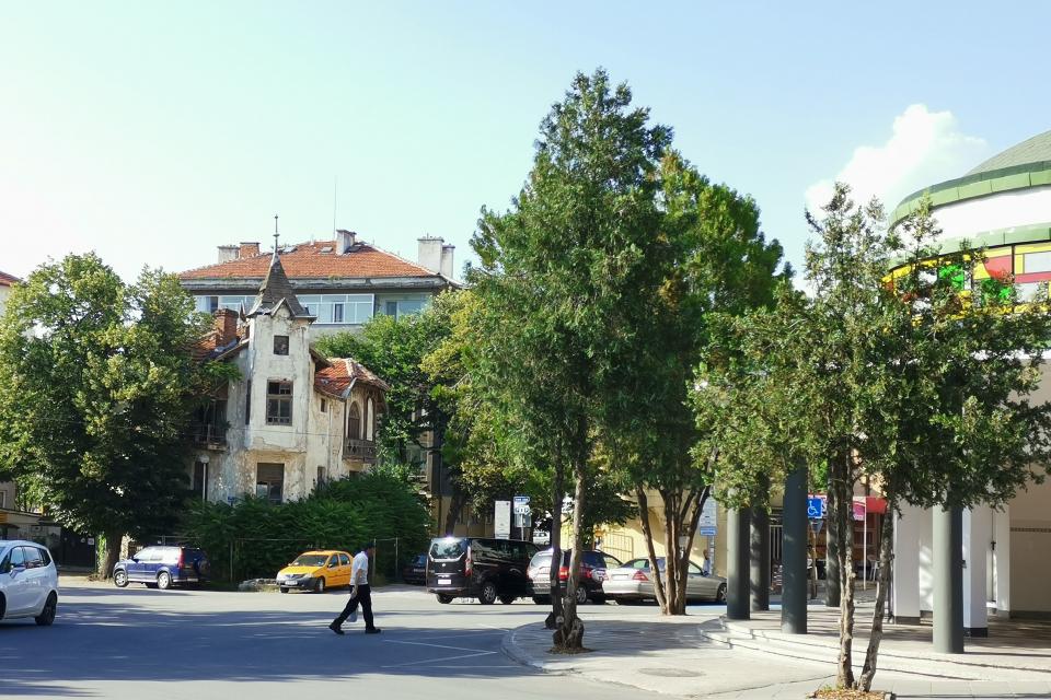 Общинските съветници подкрепиха предложението на кмета Валентин Ревански за закупуването на Брънековата къща от наследницитена ПетърБрънековза 130 000...