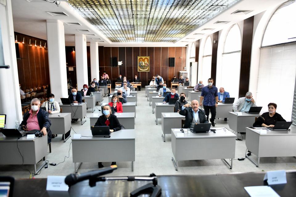 """Извънредно заседание проведе днес Общински съвет-Сливен. С 29 гласа ,,за"""", 1 ,,против"""" 9 ,,въздържал се"""", общинските съветници гласуваха единствената точка..."""
