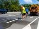 """Общинско предприятие """"Комунални дейности"""" извършва почистване на шахтите и на пътната маркировка от студен пластик в Ямбол"""