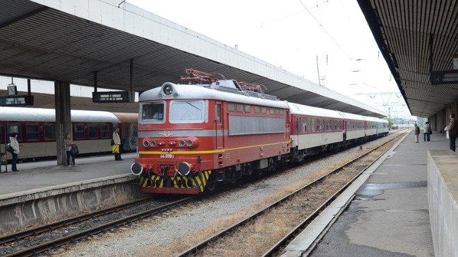Общо 39 влака, които пътуват по различни направления на територията на страната, няма да се движат от днес до 20-и април включително, съобщиха от БДЖ....