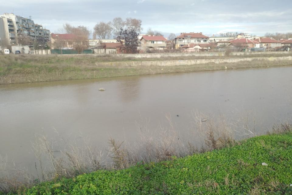 Във връзка с повишените нива на реките и падналите валежи на територията на област Ямбол обстановката се нормализира. Няма бедствени положения, няма пострадали...