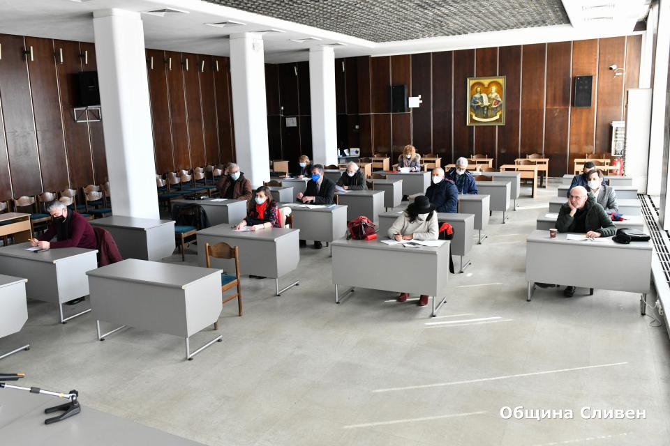 Общественият съвет за Стария бряст утвърди техническо задание за обемно-пространствено решение на площада при Стария бряст. От изключително значение е...