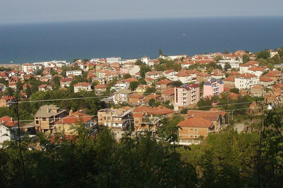 Жители на Обзор и 6 близки села тази неделя ще участват в местен референдум, който трябва да определи дали ще се отделят в самостоятелна община или ще...