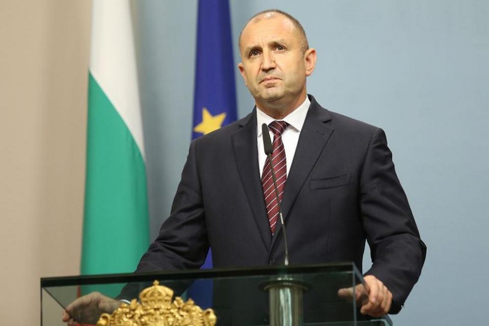 """Президентът Румен Радев ще връчи третия проучвателен мандат за съставяне на правителство. На """"Дондуков"""" 2 от 9:30 часа папката ще получи третата по численост..."""