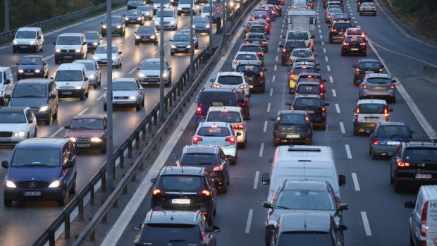 """Засилен трафик се очаква днес - последният от поредицата почивни дни. Най-натоварено ще е по магистрала """"Тракия"""", като от Пътната агенция съобщават, че..."""