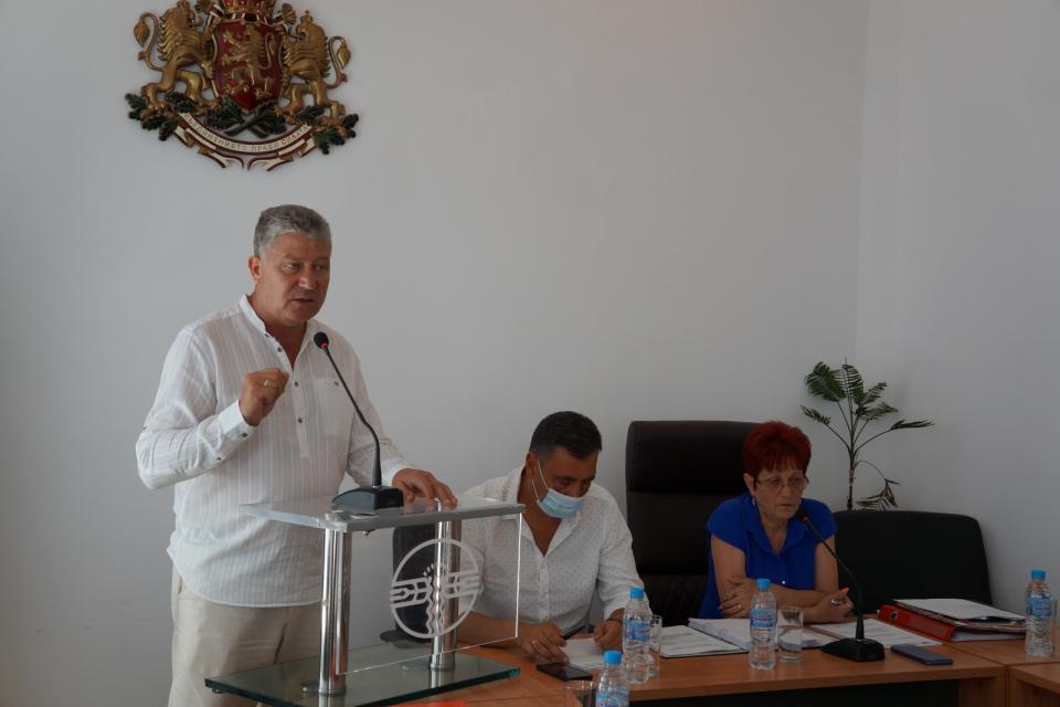 """Общински съвет """"Тунджа"""" одобри закупуването на две помпи за питейна вода, заради нарастващите случаи на аварии по водопроводната мрежа в населените места..."""