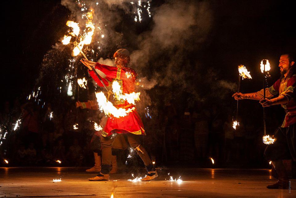 С празничен огнен спектакъл, подготвен специално за Деня на Ямбол, ще завърши поредицата от живи предавания на Регионален исторически музей – Ямбол. Премиерното...