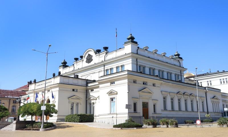 Ограничава се достъпът на журналисти до сградите на Народното събрание. Това е решил днес сутринта Председателският съвет на парламента, научи БТА от пресцентъра...