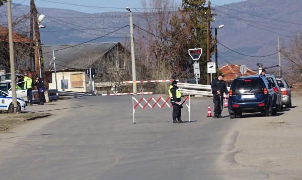 """На входа на ромския кв. """"Изток"""" в Кюстендил ще има КПП заради въведените засилени противоепидемиологични и карантинни мерки. Контролният пункт започва..."""