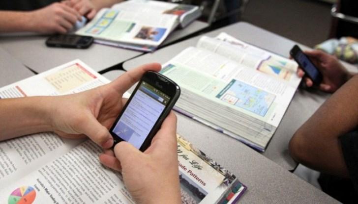 В залата на Общинска избирателна комисия-Болярово не могат да се използват заснемащи...