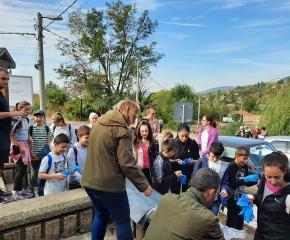 """Около 200 ученици се включиха в есенното почистване на Природен парк """"Сините камъни"""""""