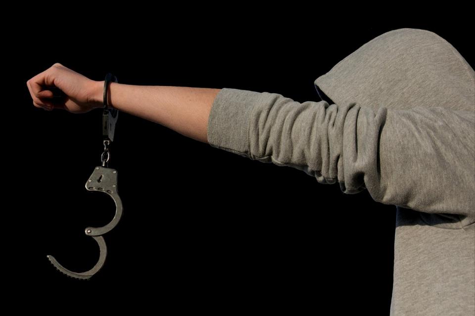 """На въззивно дело днес, 03 август, Окръжният съд в Ямбол потвърди мярката за неотклонение """"Задържане под стража"""" на четиримата, обвинени за нападението..."""