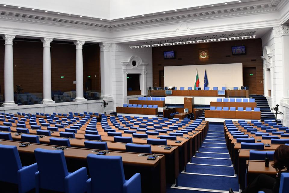 Централната избирателна комисия определи окончателния списък на народните представители в 46-ото НС.28 избрани депутати от два многомандатни района са...