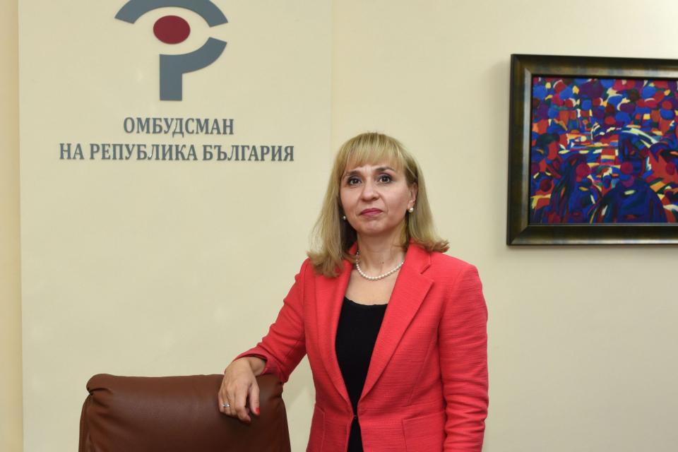 В деня на Конституцията – 16 април, омбудсманът Диана Ковачева изпрати резюме на Годишния доклад на институцията (внесен на 31 март т.г. в Народното събрание)...