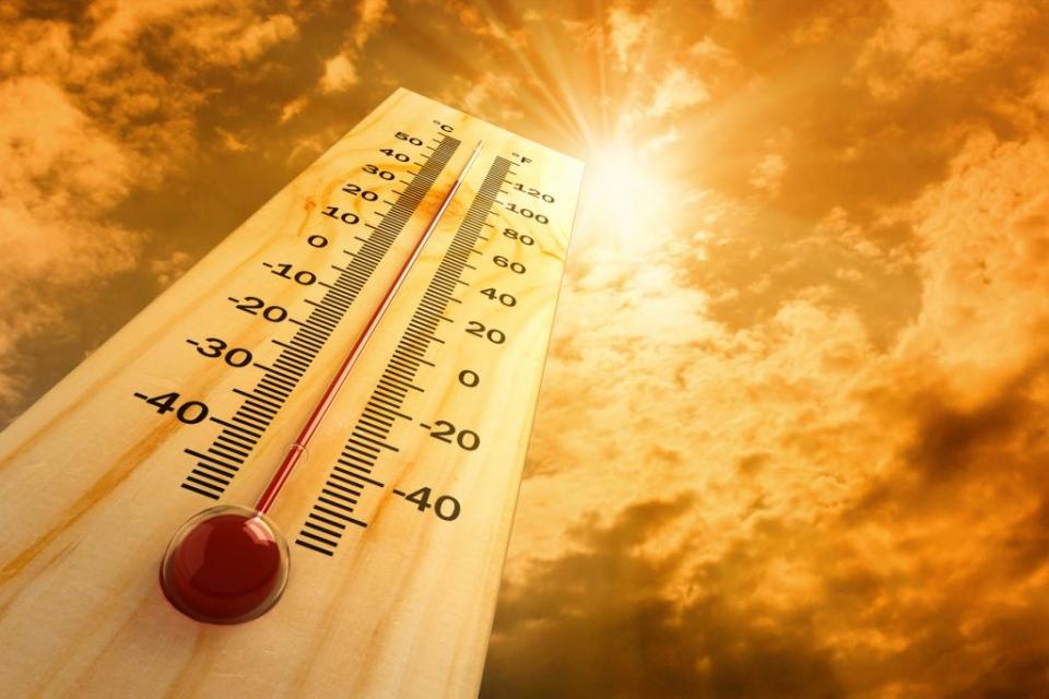 За цялaта стана и днес е в сила предупреждение на Националния институт за метеорология и хидрология за опасно високи температури. Оранжев код е обявен...
