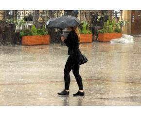 Оранжев и жълт код за обилни валежи в Източна България