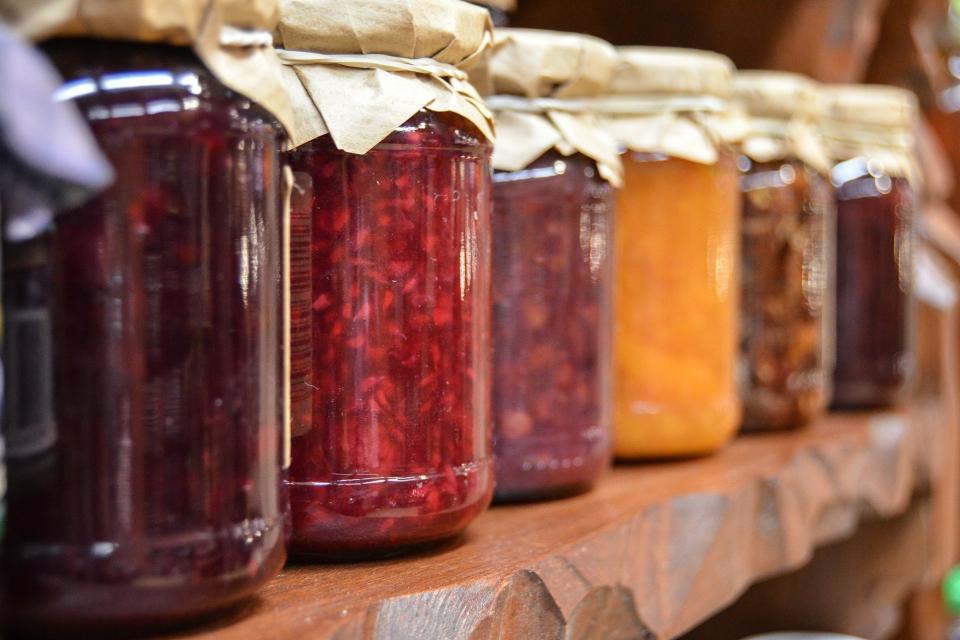 """Онлайн конкурс за най-вкусната, пъстра, лесна или пък трудоемка рецепта за приготвяне на зимнина търси читалище """"Будител"""" в търговищкото село Баячево,съобщава..."""