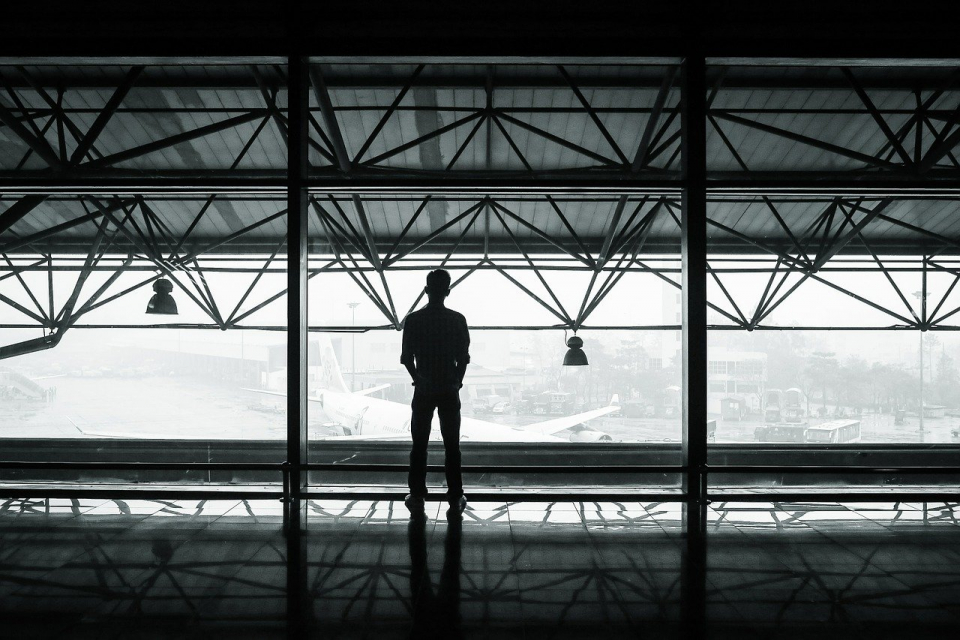 На летище София днес се очаква да пристигнат осем самолета от Великобритания. Днес се прибират десетки българи, попаднали в капан по границите на Великобритания....