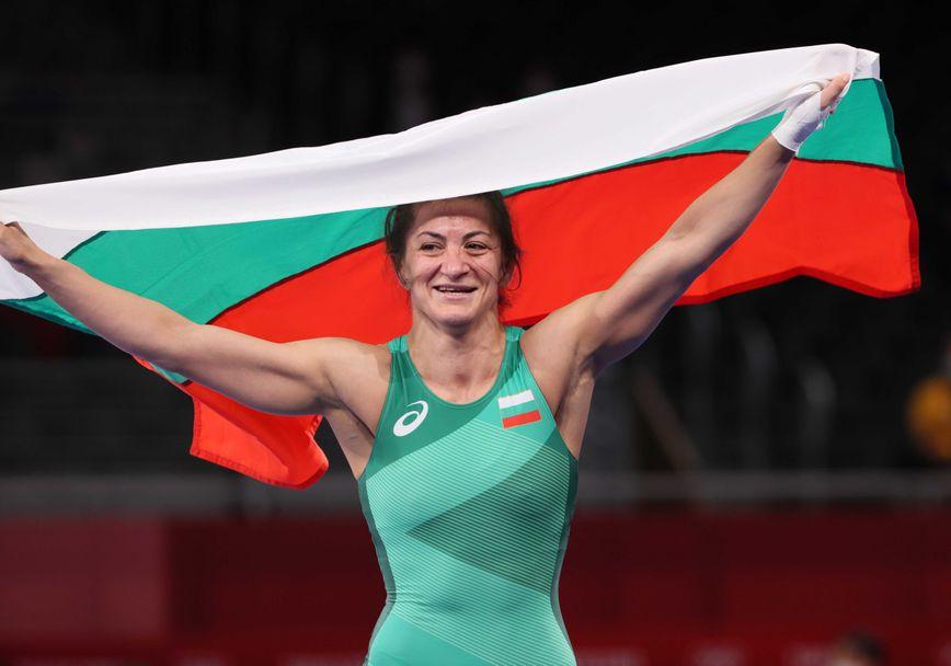 Състезателката по борба Евелина Николова взе бронзов медал, след като спечели битката в малкия финал, като тушира Валерия Коблова от тима на Руския олимпийски...