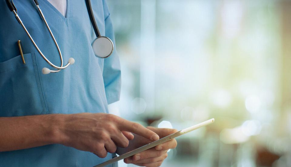 """Медицински център """"Златен рог"""" в Ямбол също е подписал споразумение да обслужва извънболнично пациенти с COVID-19, съобщават от Националната здравно-осигурителна..."""