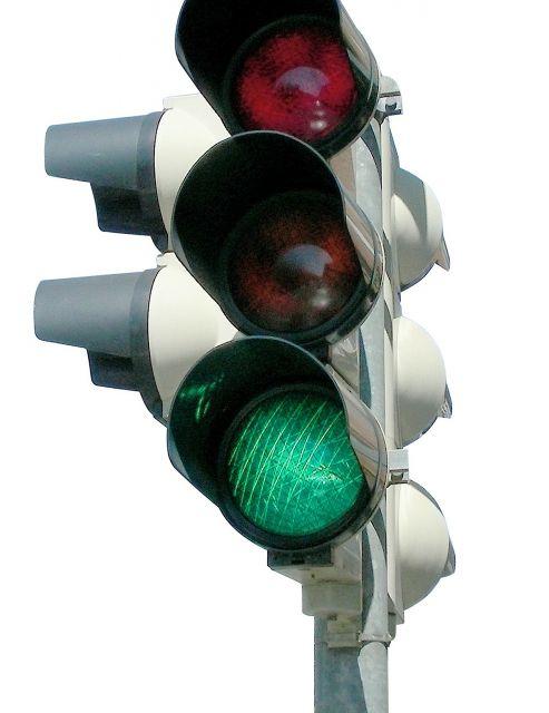"""Изцяло подменени са светофарните секции на кръстовището между булевардите """"Стефан Стамболов"""" и """"Георги Данчев"""". Дейностите включваха подмяна на лампите..."""