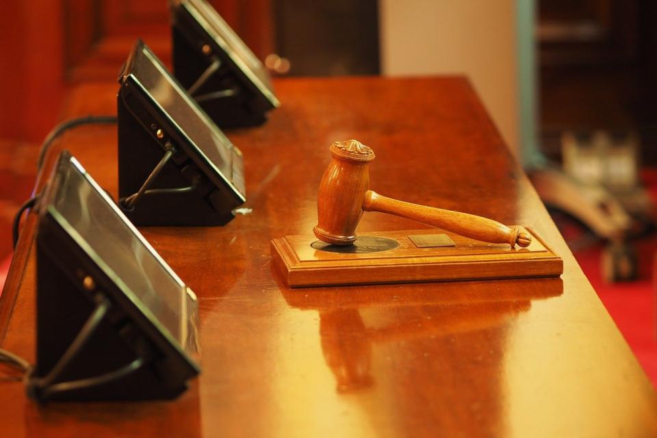 """По искане на Окръжна прокуратура – Сливен бе взета мярка за неотклонение """"задържане под стража"""" спрямо Петър Х. Той е обвинен за това, че противозаконно..."""