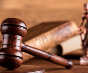 Оставиха за постоянно в ареста двама братя нападнали полицаи в Кюстендил