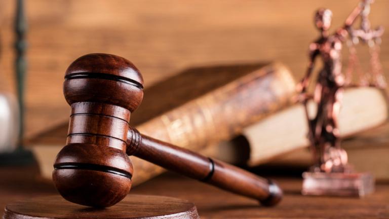 Окръжният съд в Кюстендилостави за постоянно в арестадвамата братя на 41-годишна възраст, които нападнаха с брадви, ножове и метални пръти полицаи при...