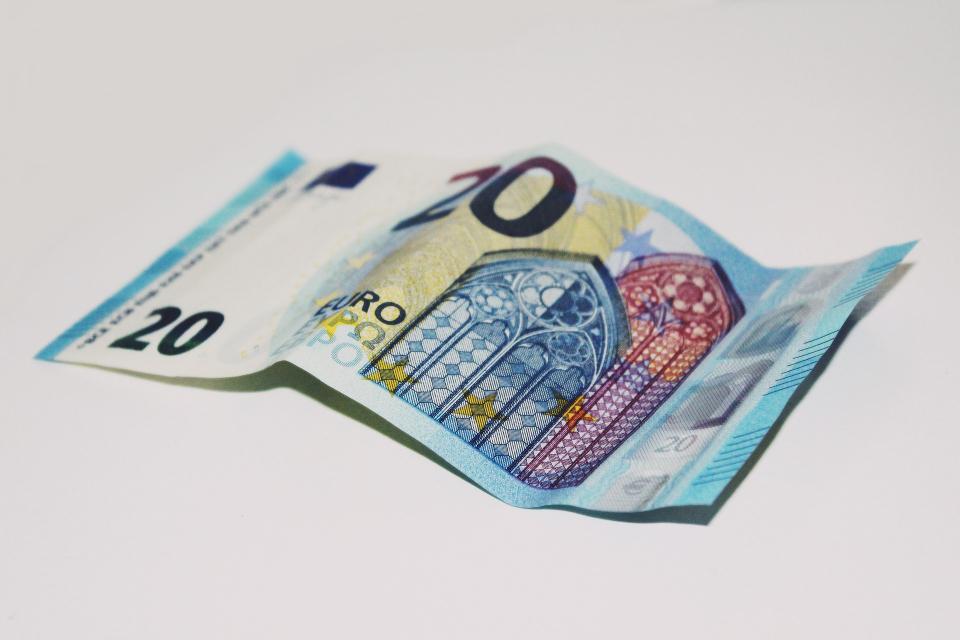 Криминалисти на РУ-Нова Загора работят по случай на разплащане с фалшиви парични средства. На 12 ноември служител в игрална зала в град Нова Загора е заявил,...