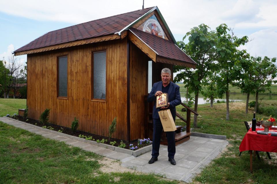 """Осветиха първия параклис, изграден край язовир на територията на община """"Тунджа"""". Водоемът се намира в землището на с. Скалица и е отдаден под аренда. Инициатор..."""