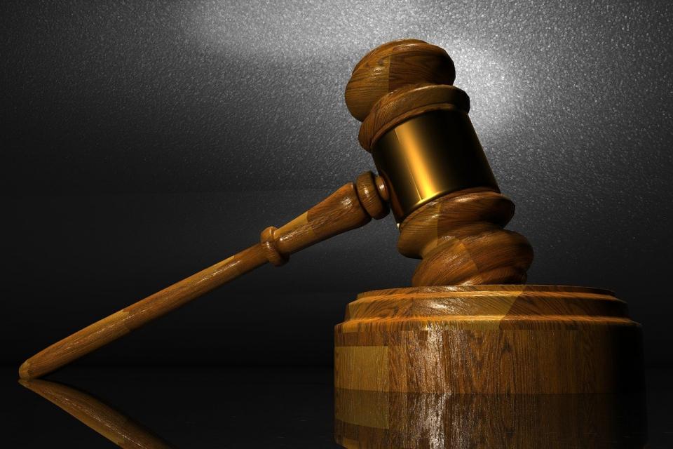 Безработен мъж, събрал 5557 лв. чрез измами, беше осъден от Ямболския районен съд. К.М.Г. беше признат за виновен, че в периода от началото на месец юни...