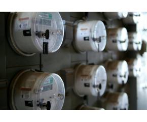 Отчитат извънредно електромерите на небитовите клиенти