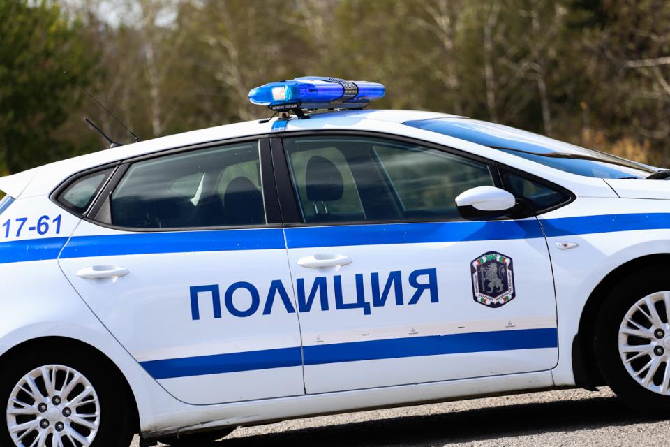 """Криминалисти работят по заявена кражба от търговски обект в град Сливен. Сигналът е подаден тази сутрин в 04,00 часа за взломен охраняем обект на бул.""""Хаджи..."""