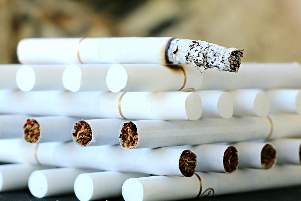"""Митнически служители на ГКПП """"Лесово"""" откриха близо 34 000 кутии цигари (680 хил. къса цигари) без акцизен бандерол в тайници на хладилен камион, съобщиха..."""