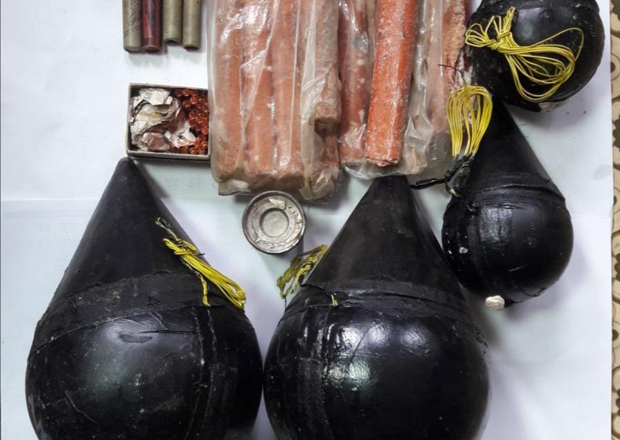 Солидни количества незаконно притежавани взривни вещества и боеприпаси откриха по време на полицейски акции криминалисти от полицейските управления в Септември...