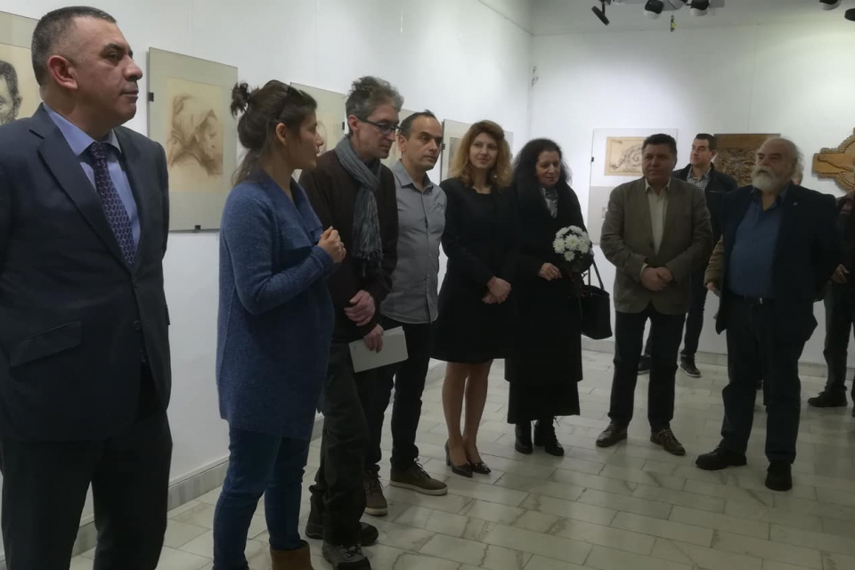 Изложба, посветена на 110 години от рождението на скулптора и художник Димитър Кавръков, беше открита тази вечер в Сливен. Името и таланта на почетния...