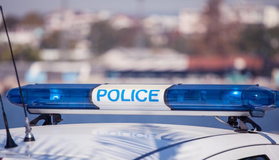 Откриха мъртъв фелдшера на тополовградското село Орешник в здравната служба, а извършителят се издирва. Селото е блокирано от полиция. За това алармираха...