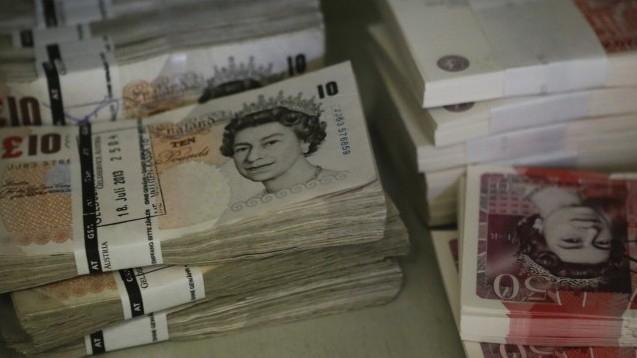"""Недекларирани британски лири и евро на стойност близо два милиона лева са открити от митническите служители на пункт """"Капитан Андреево"""", информира на сайта..."""