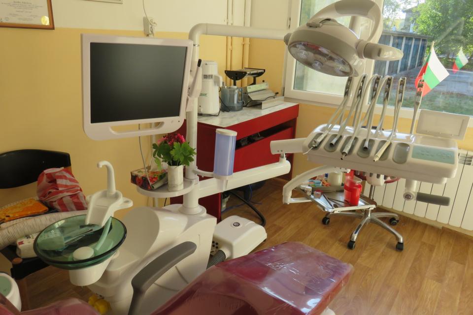 На съвсем нова и много полезна и необходима придобивка се радват жителите на града и общината. На 10 октомври 2019 година бе открит и осветен нов стоматологичен...