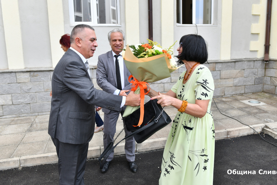 """Откриване на новия физкултурен салон и на реновираната сграда на Професионална гимназия по хотелиерство и туризъм """"Академик Неделчо Неделчев"""" се състоя..."""