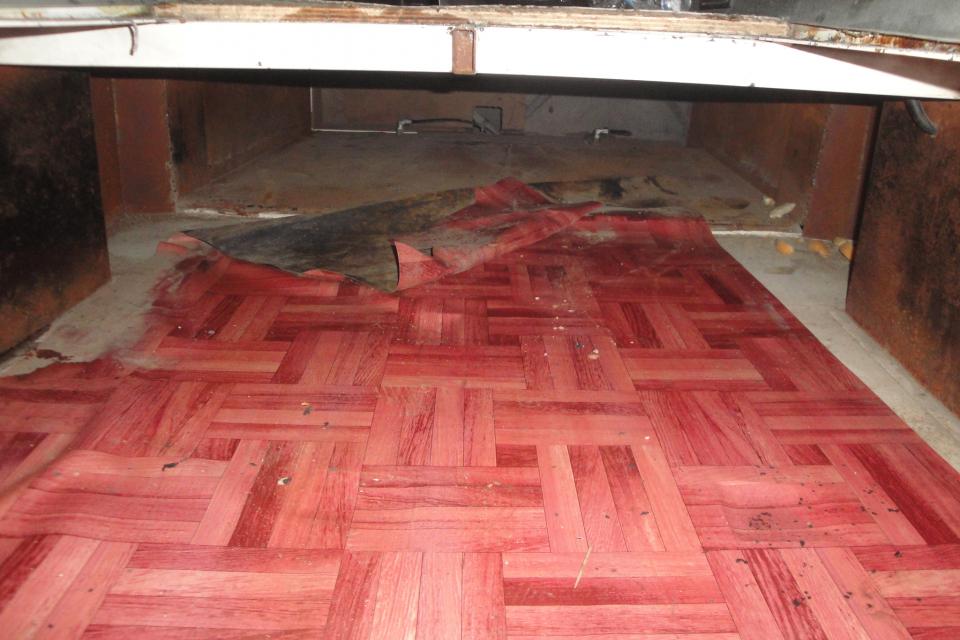 """Граничен полицай откри шестима незаконни имигранти в тайник на пода на микробус, съобщават от """"Гранична полиция"""". Към 22 часа на 13 юлинаГКПП """"Капитан..."""