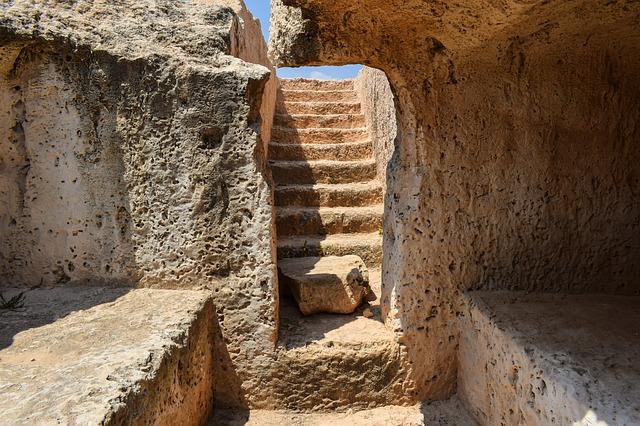 """Според археолозите се касае за тракийско ямно светилище от V- IV в. пр. Хр. Обектът се намира до бл. 190 в ЖК """"Изгрев"""", недалеч от църквата """"Свети Атанасий"""". Очаква..."""