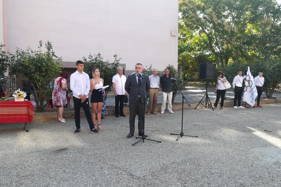"""Кметът Стефан Радев откри новата учебна година в Спортно училище """"Димитър Рохов""""...."""